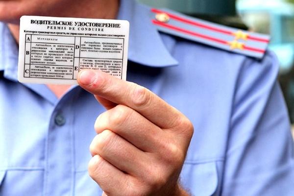 Воронежца без водительских прав оставили долги