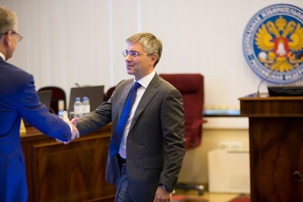 Воронежский депутат научил единороссов общению с прессой