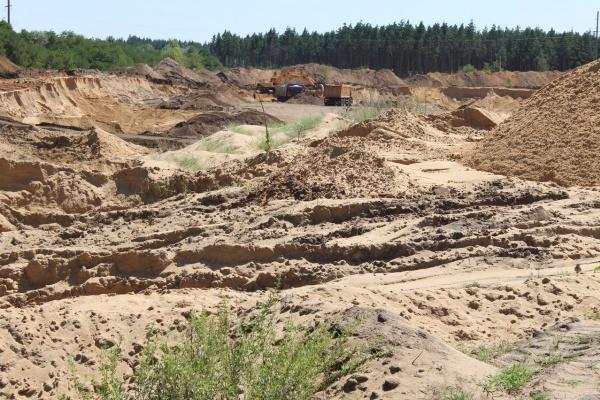 Село в Воронежской области «закапывают» в песчаный карьер