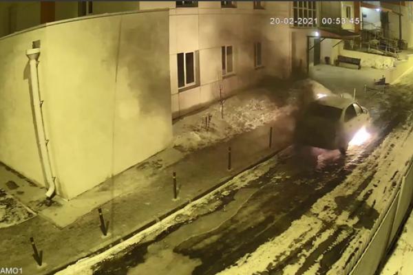 Воронежская УК предлагает 100 тыс. рублей за информацию о поджоге авто