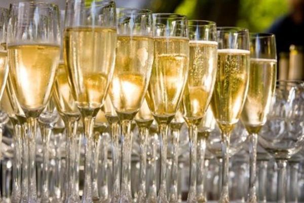 С прилавков воронежских магазинов исчезнет дешёвое шампанское