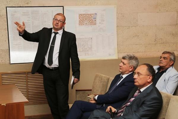 Воронежские следователи не выпускают Антона Шевелева из дому