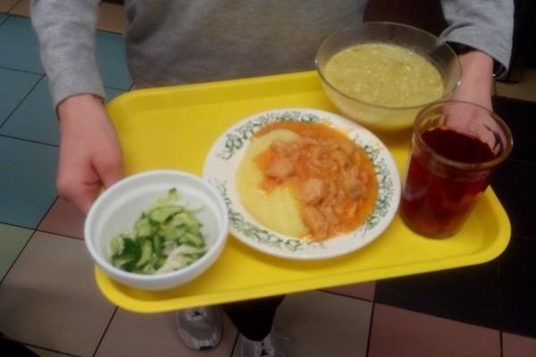 Мэр Воронежа поручил увеличить стоимость школьного питания