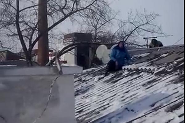 Воронежские коммунальщики столкнулись с протестом против очистки крыши от снега