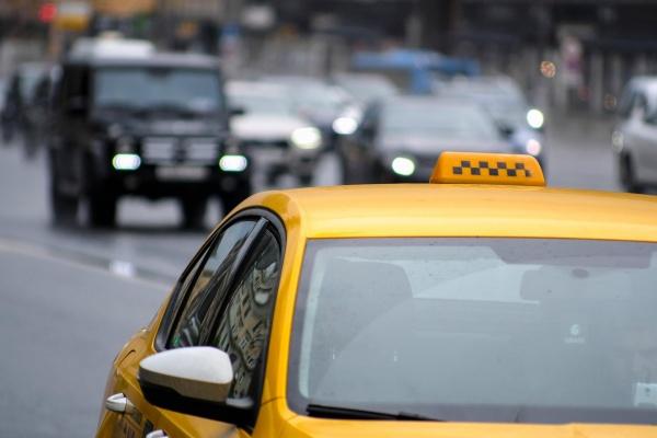 Пандемия заставила воронежцев чаще ездить на такси