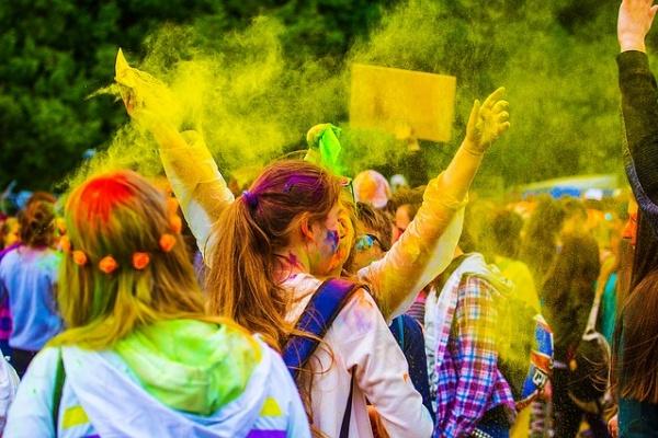 Организаторы фестиваля красок в Воронеже опровергли обвинения в сектантстве