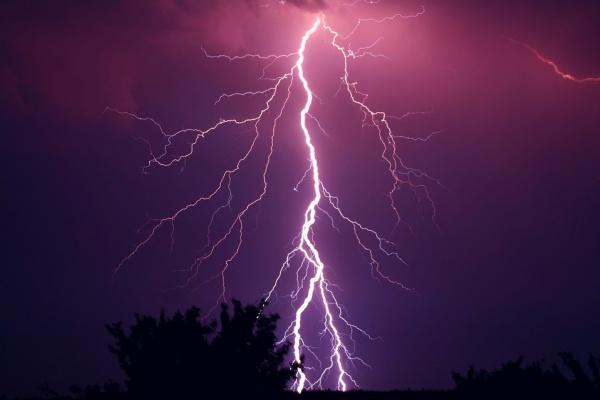 В Воронеже УК «Городок» восстановила электроснабжение многоквартирного дома после урагана