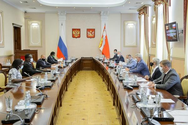 Губернатор Воронежской области «готов делиться имеющимся опытом» с бизнесменами Уганды