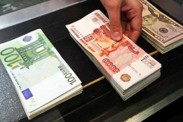 Воронежцы отдают предпочтение американскому доллару, а не евро