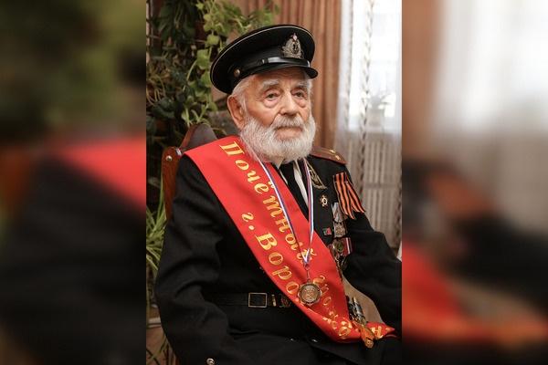 Мэр Воронежа дистанционно поздравил почетного гражданина города с юбилеем
