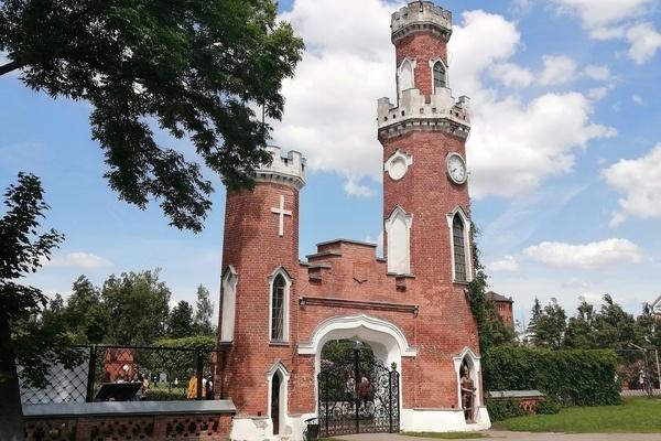 Воронежская фирма подготовит проект сохранения ворот с башнями у дворца Ольденбургских