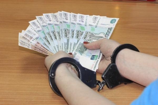 Воронежских дорожников взяли за деньги и ноутбуки