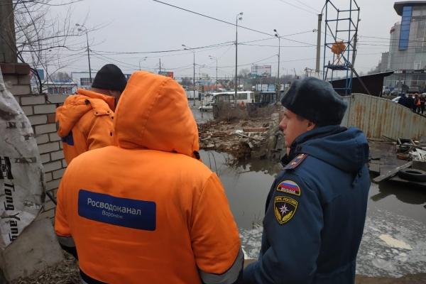 В Воронеже коммунальная авария привела к потопу на окружной дороге