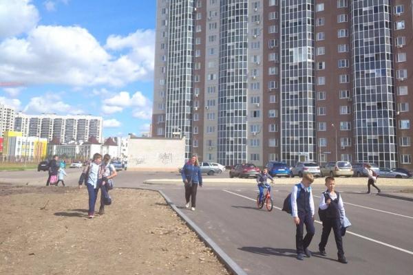 Воронежский депутат ГД Сергей Чижов добился обустройства дороги у школы в Шилово