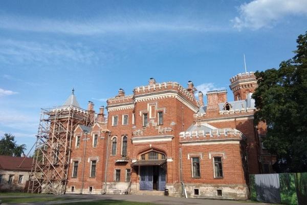 Фасад и лестницы во дворце Ольденбургских под Воронежем отреставрирует «Степс»
