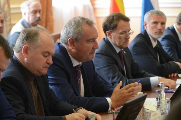 В Воронеже вице-премьера Дмитрия Рогозина сопровождал лидер партии «Родина»