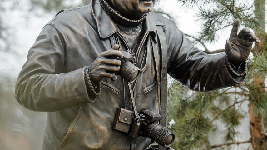 В Воронеже открыли памятник легендарному журналисту Василию Пескову
